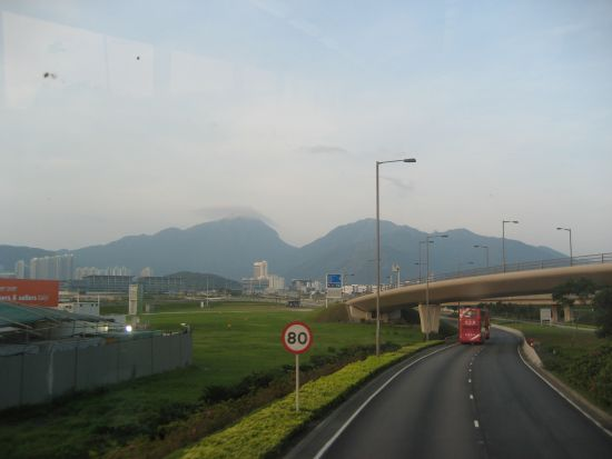 On-the-Bus-from-HKIA-to-the-City