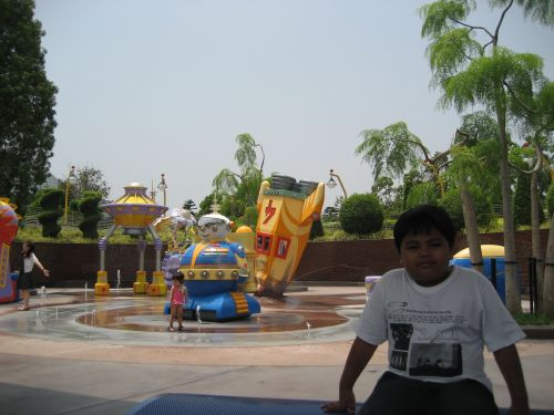 HK Disneyland Tomorrowland UFO Zone
