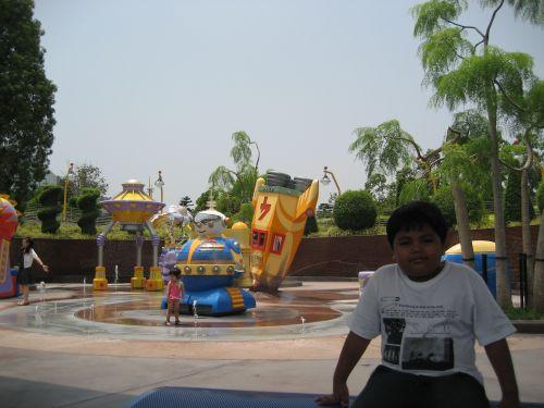 HK Disneyland Tomorrowland UFO Zone