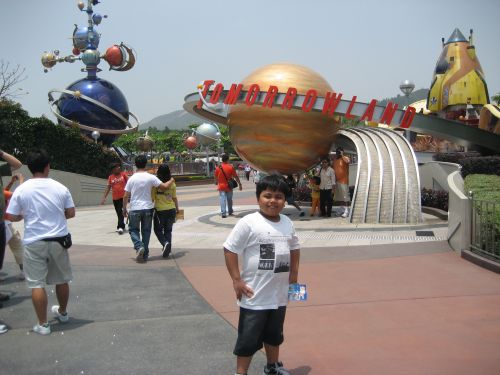 HK Disneyland Tomorrowland Orbitron